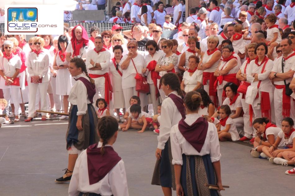 Olite.40 años con los bailes del grupo de danzas Txibiri