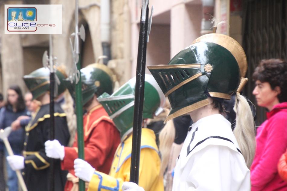 Olite.El Via Crucis sale por las de Olite
