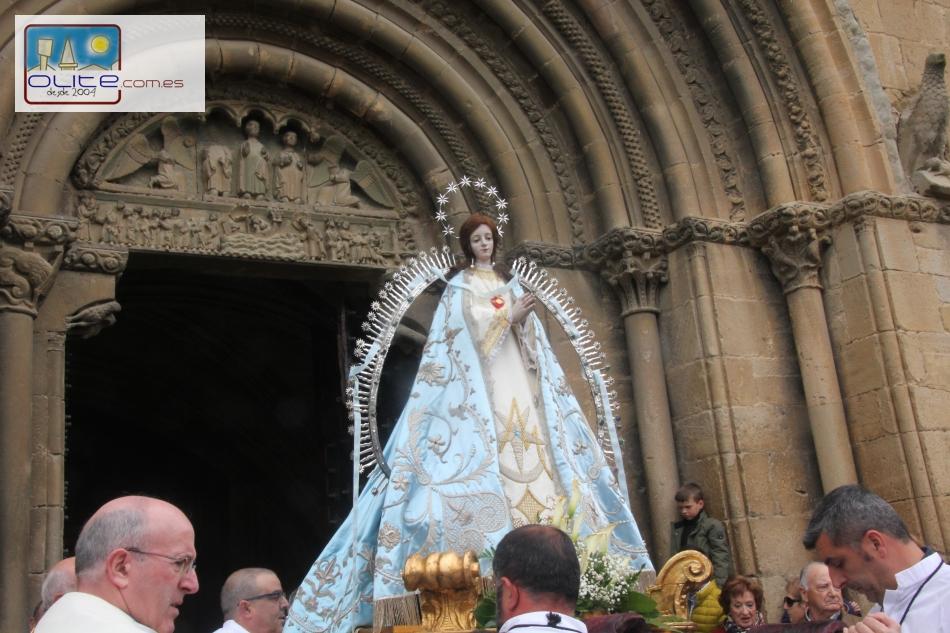 Olite.Devoción y emoción en el traslado de la Virgen del Cólera a San Pedro
