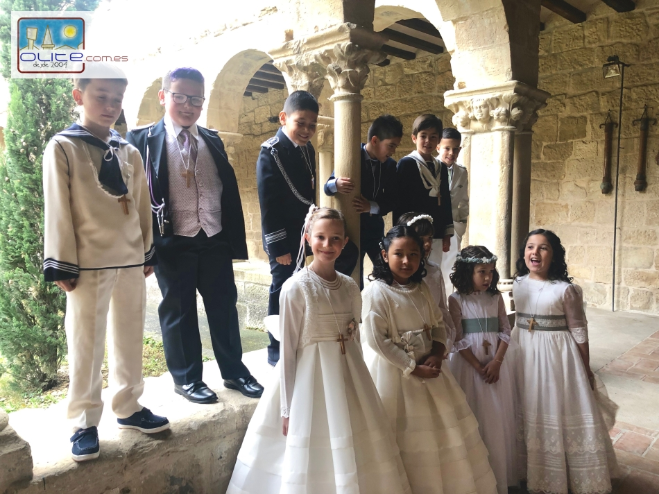 Olite.12 niños realizan su primera comunión  en la Iglesia de San Pedro