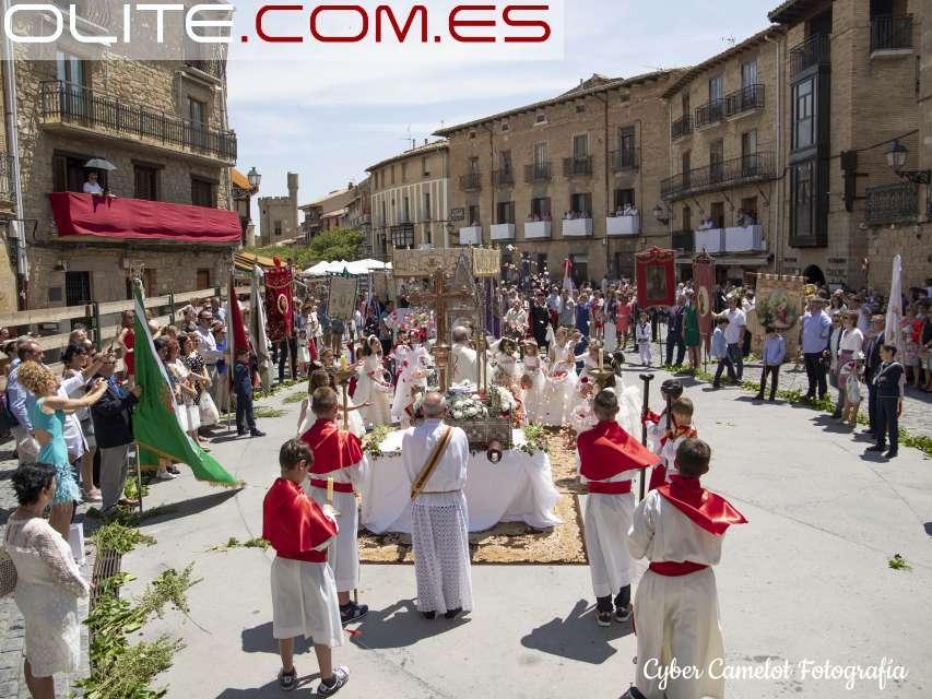 Olite.Olite, se engalana para celebrar el Corpus Christi