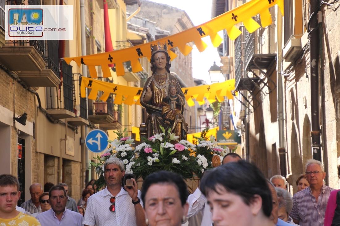 Olite.Olite festeja la Virgen de Agosto, con la tradicional procesión de la Virgen de Santa María.