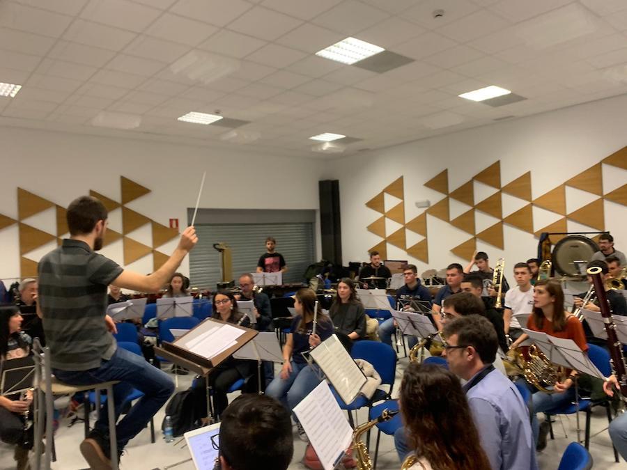Olite.El Olitense David Sánchez  dirigirá la banda Auzoband en el Espacio Escénico de Tafalla.