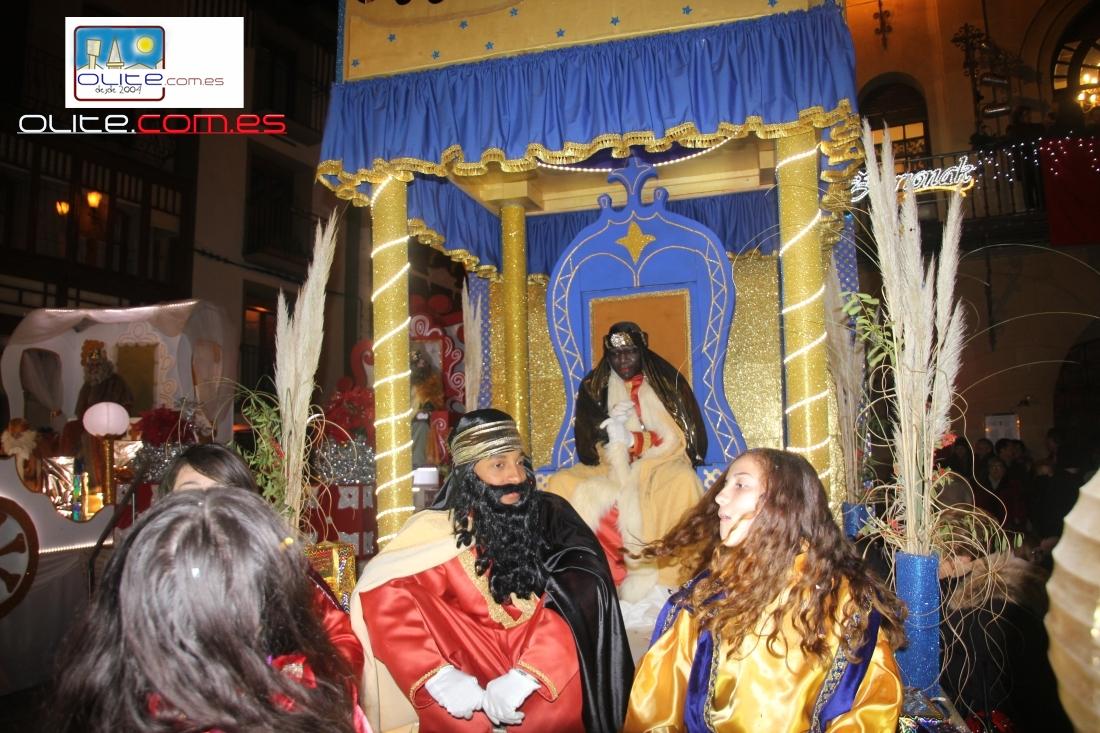 Olite.Cientos de Olitenses reciben a sus Majestades los Reyes Magos
