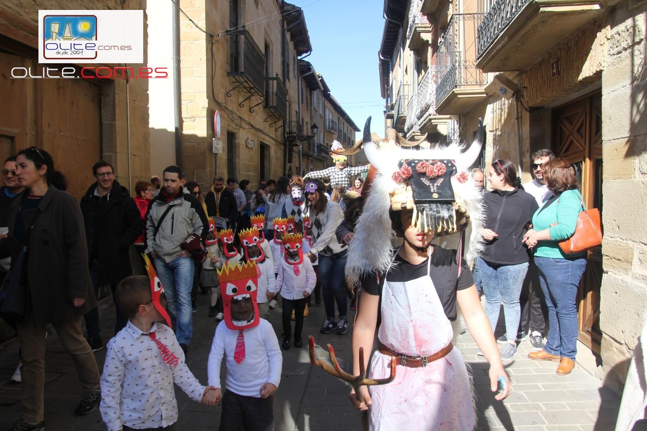 Olite.Los alumnos del Colegio Principe de Viana llenan las Rúas de color en el Carnaval de 2020