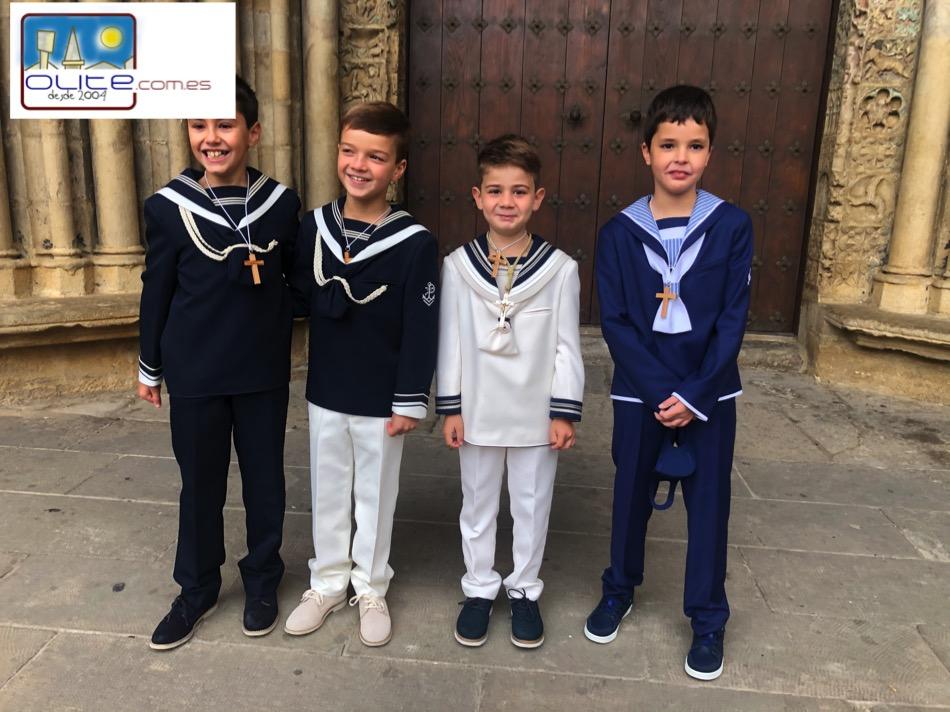 Olite.8 Niños se comulgan en la Parroquia de Santa María.