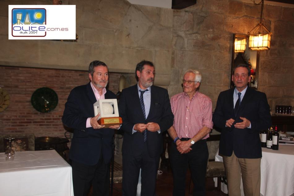 Olite.El escritor Juan Jose Benitez recibe el Premio de los Periodistas en Olite.