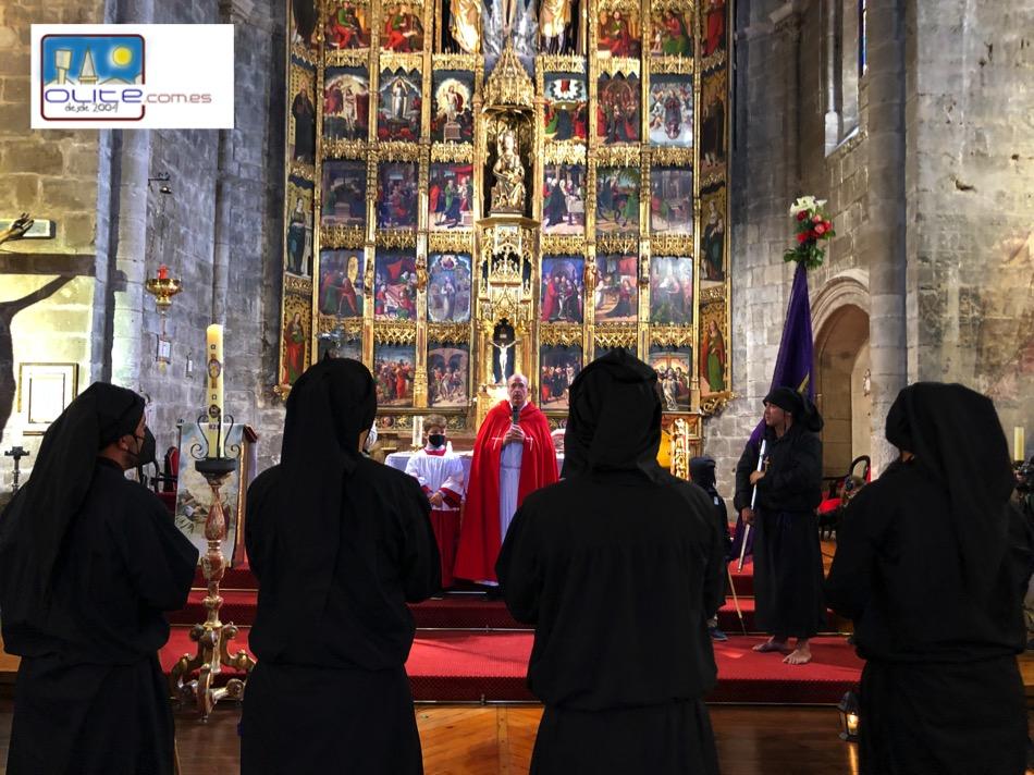 Olite.Los 12 Apostoles entran a Santa Maria la mañana del domingo