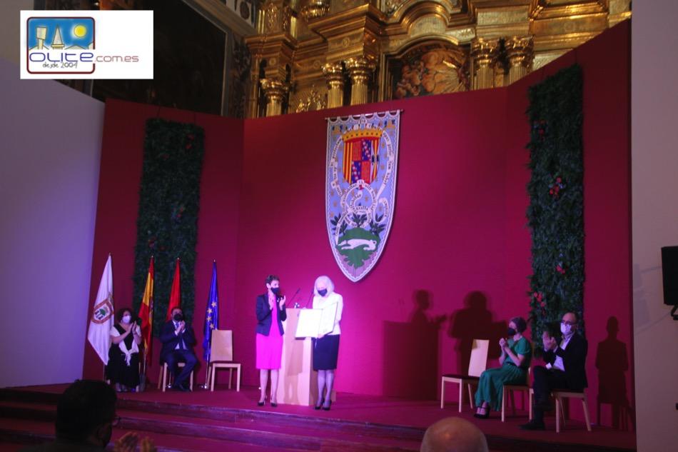 Olite.Teresa Catalán recoge el Premio Principe de Viana en la Iglesia de los Franciscanos