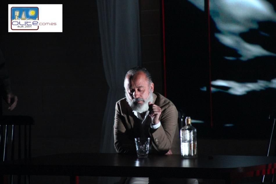 Olite.Fria noche de teatro para ver a Javier Gutierrez