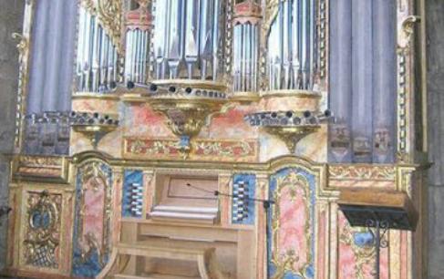 Olite.Visitas al órgano de Santa María.